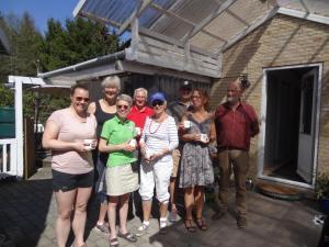 Britt og Rikke nr. 1. Lars og Grethe nr. 3. Claus og Charlotte nr. 2. Arrangørerne Linda og Jens var med på fotoet.