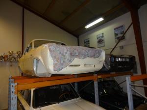 Original Escort Twin Cam karosse venter på at blive til en bil.